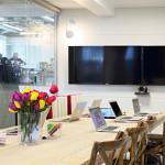 Salle de réunion dans les bureaux de Airbnb